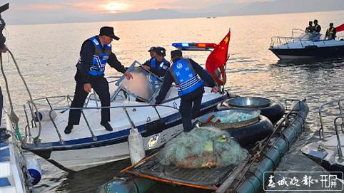 使用自制的电鱼器非法捕捞被抓 (2)_副本.png