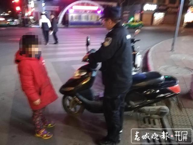 """凌晨3点,9岁""""熊孩子""""骑电动车找不到回家路…警方供图"""