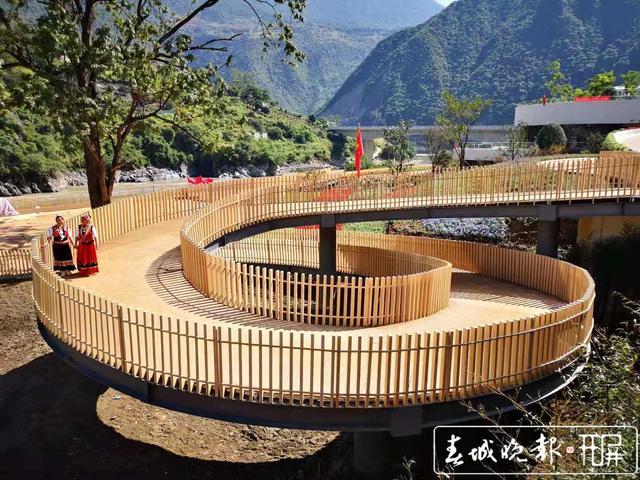 怒江美丽公路小沙坝服务区开业5.jpg