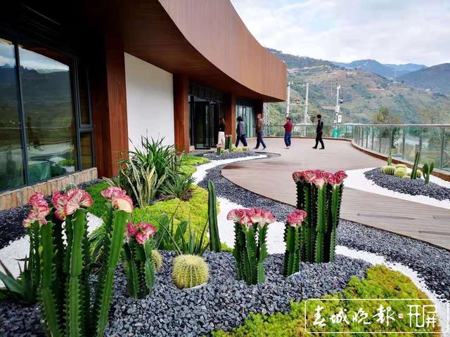 怒江美丽公路小沙坝服务区开业1.jpg