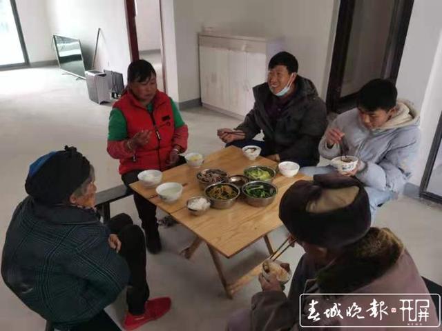 白鹤滩水电站巧家库区5万移民开始搬新家 (4).jpg