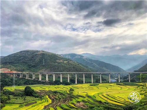 元蔓高速公路玉溪段建成试通车2.jpg