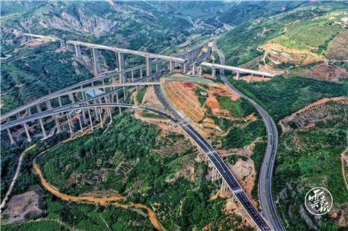 元蔓高速公路玉溪段建成试通车1.jpg