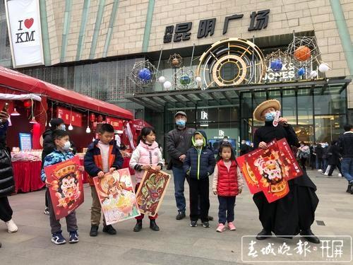 首场年画欢乐送活动大受欢迎!春节前还有多场活动可免费领取(记者张勇摄)