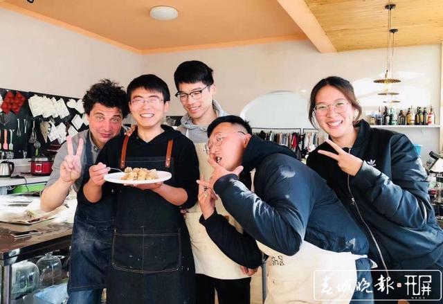 就地过年 | 今年春节,他们选择留在丽江:人再少也开门营业 供图