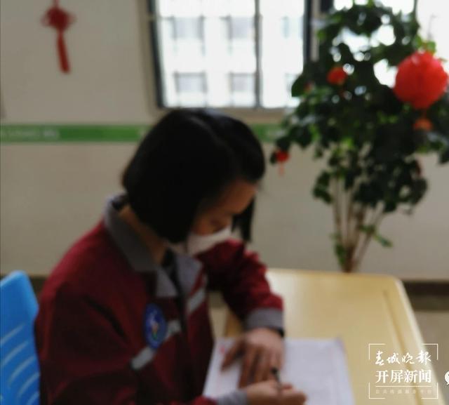 云南女子戒毒所里别样的年夜饭(春城晚报-开屏新闻记者 夏体雷 通讯员 王景梅 摄)