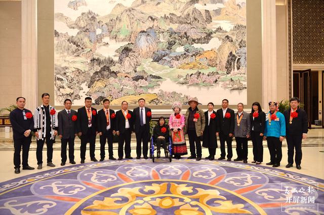 赴京领奖的全国脱贫攻坚先进个人和先进集体代表返昆