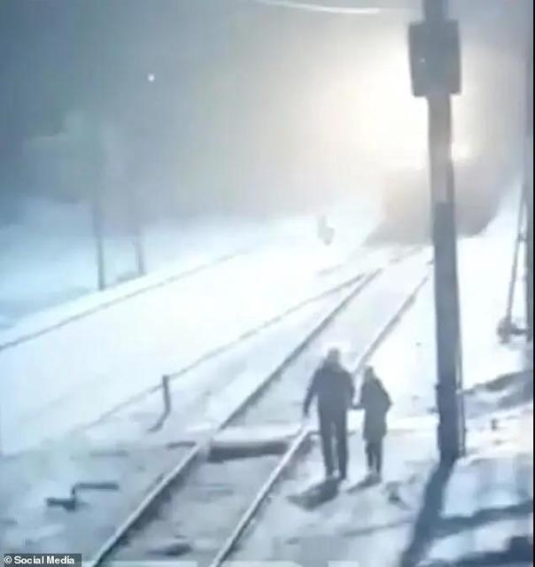 悲剧!俄醉酒男子带9岁女儿买生日礼物抄近路走铁道,女孩被卷入铁轨身亡