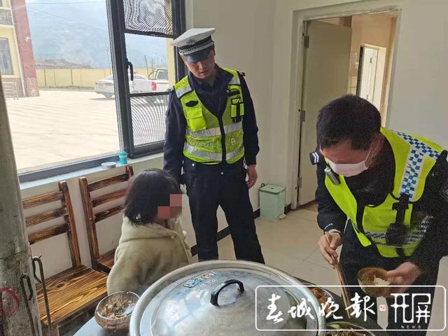 """镇雄9岁逃学""""熊孩子""""漫步高速路 (8)_副本.jpg"""
