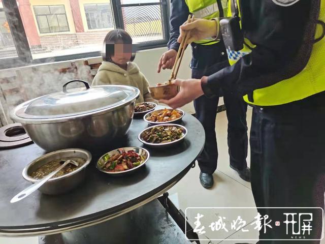 """镇雄9岁逃学""""熊孩子""""漫步高速路 (7)_副本.jpg"""