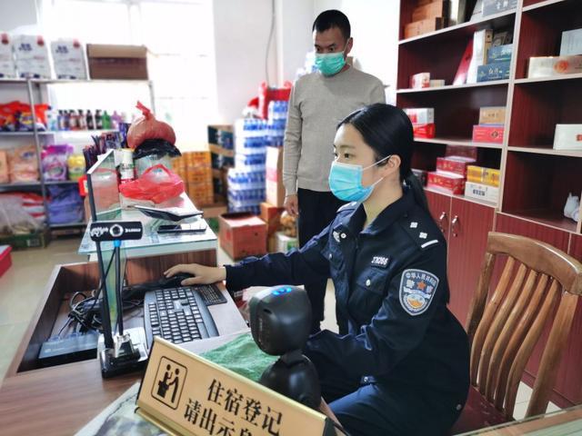 唐源鸿检查辖区行业场所 郭林浩 摄