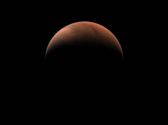 """宛如""""月牙""""!天问一号拍摄的火星侧身影像公布1.png"""