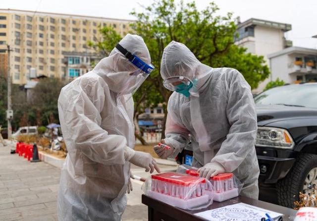 瑞丽抗疫一线医护人员群像(图源:新华社)