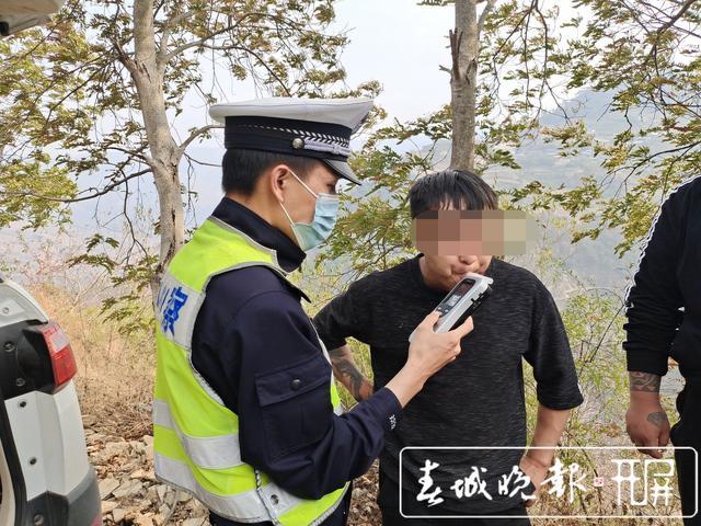 云南一男子二次酒驾 为逃避交警检查丢下车子翻山越岭拼命逃跑...