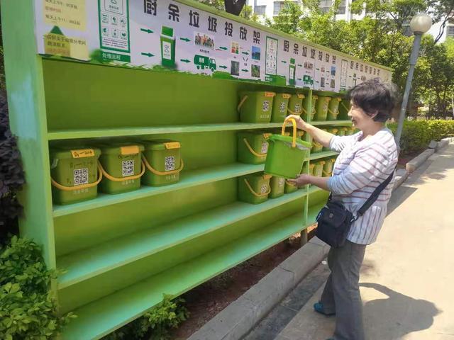 这个绿色小桶可能要走进你的家,专门来装厨余垃圾(供图)