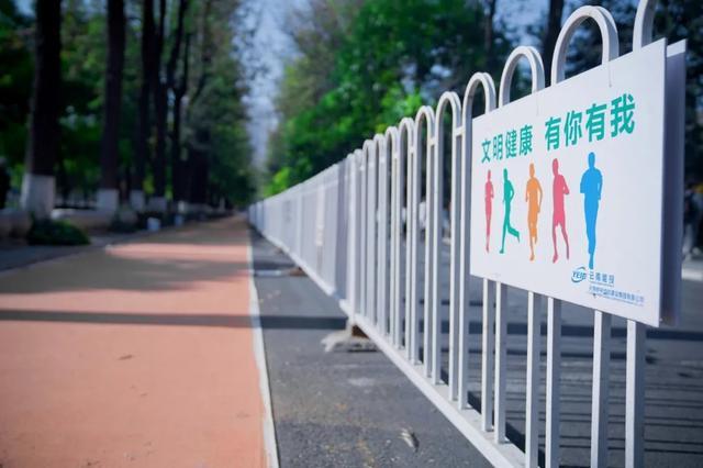 慢跑道上的市民经过讲武堂正门口2都市时报.webp.jpg