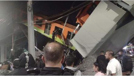 墨西哥城郊地铁列车因高架铁路坍塌而脱轨