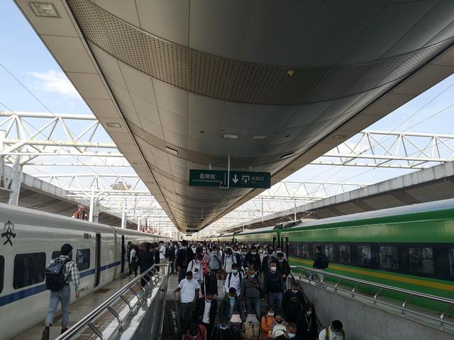 """多项指标创新高!""""五一""""假期云南铁路累计发送旅客195.3万人次 中国铁路昆明局集团供图"""
