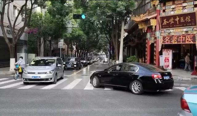 昆明土桥路恢复机动车双向通行(图据昆明交警)
