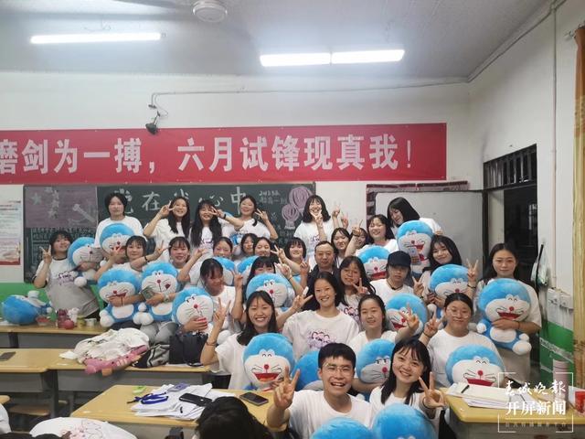 """86份""""哆啦A梦""""礼物爆红抖音,爆出昭通这个老师教书育人的感人故事…… (11).jpg"""