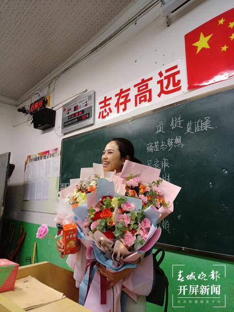 """86份""""哆啦A梦""""礼物爆红抖音,爆出昭通这个老师教书育人的感人故事…… (6).jpg"""