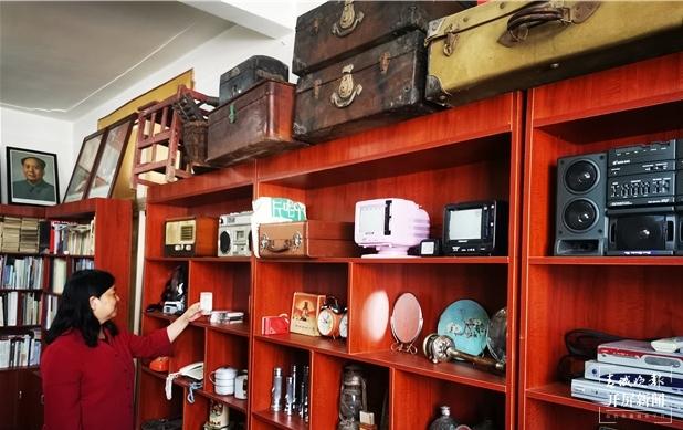曲靖下岗女工在家建起红色收藏馆免费开放4.jpg