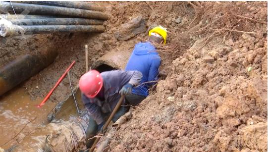800毫米主水管被挖破4.png