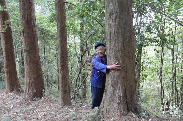 一家三代持续70年倾心守护高黎贡山 (2).png