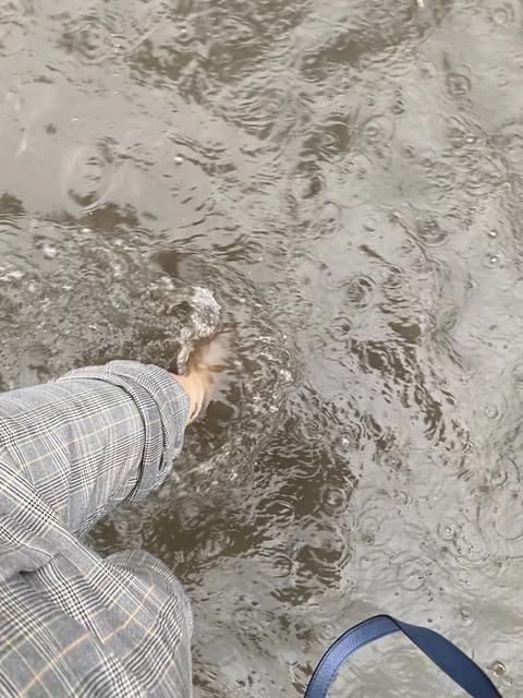 下雨淹水堵车6.jpg