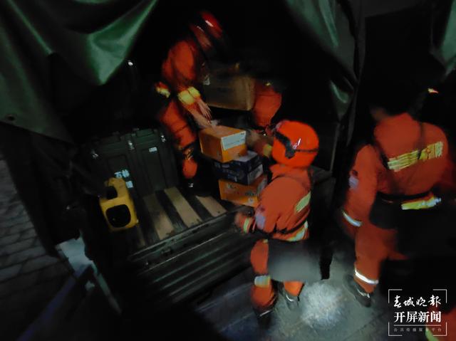 云南省森林消防总队38名指战员紧急赶赴楚雄双柏救援