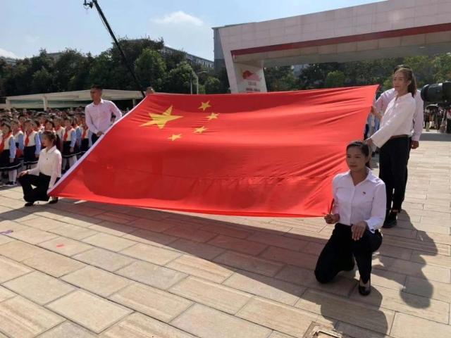 9昆明升起的第一面五星红旗是他们缝制的 云南广播电视台.jpg