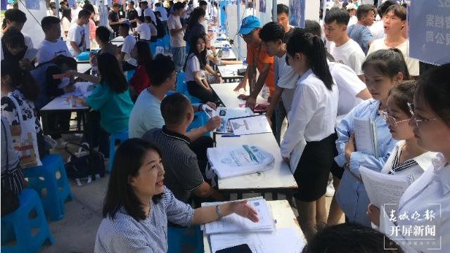 """八部门为新就业形态劳动者筑权益""""防护网"""""""