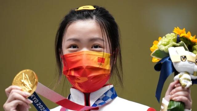 奥运首金!中国队首金!杨倩在女子10米气步枪决赛中夺冠