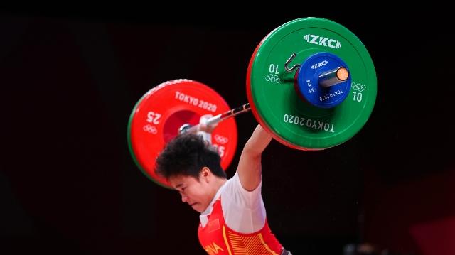 中国队第二枚金牌来了!侯志慧拿下举重项目首金