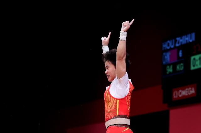中国队第二枚金牌来了!侯志慧拿下举重项目首金 图片来源于新华社