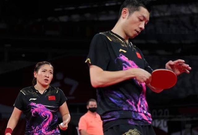 东京奥运会,7月26日,许昕(右)刘诗雯在比赛中。新华社记者 王东震 摄.jpg