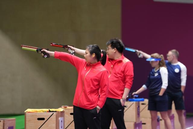 庞伟/姜冉馨夺得射击10米气手枪混合团体金牌!