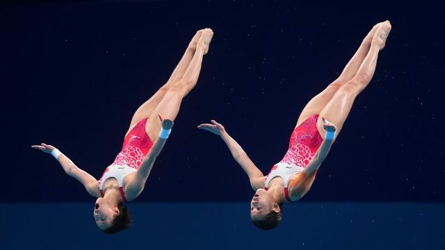 陈芋汐/张家齐获得女子双人10米台金牌 图片来源于新华社