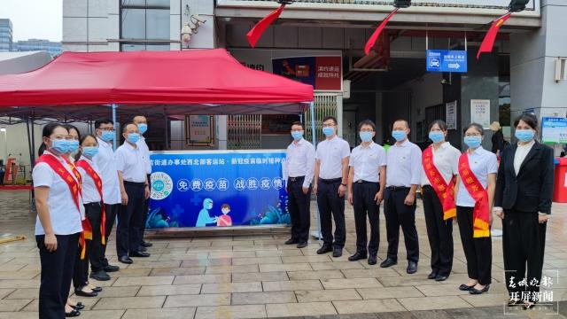 昆明西北部汽车客运站设立新冠疫苗接种点(春城晚报-开屏新闻记者 王磊 通讯员 杨瑞 摄)