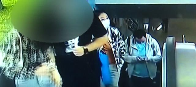 就是他,在昆明地铁站偷拍女乘客!手机里居然还藏着……(图自8099999)