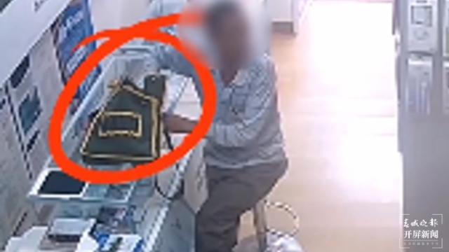 """楚雄一""""淡定哥""""盗窃手机后逗留现场,全程观看警察出警"""