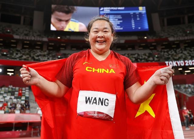 祝贺!王峥夺得田径女子链球银牌 图片来源于新华社