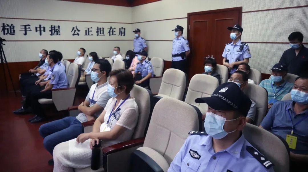 民警盗用嫌疑人微信消费,一审获刑三年零三个月