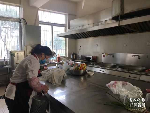 """丽江有个""""夕阳红食堂""""(春城晚报-开屏新闻记者 木晓雯 摄)"""