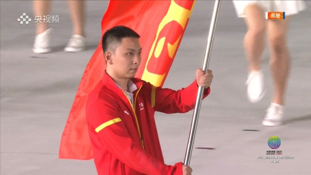 云南代表团旗手1.jpg