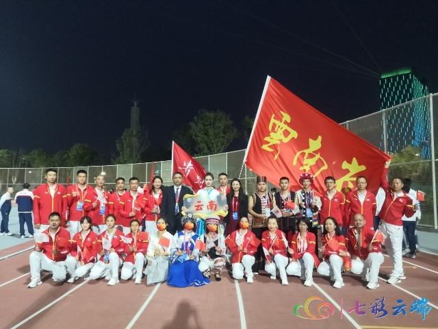 云南代表团旗手2.jpg