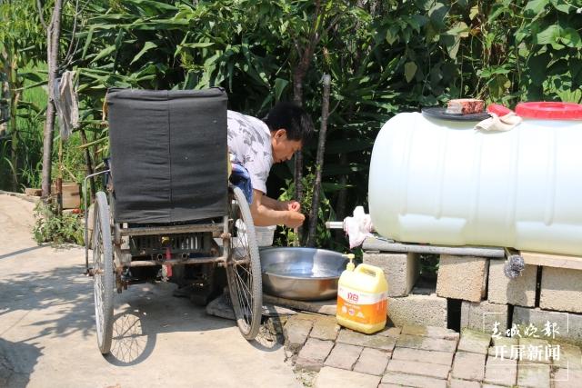 段国海:坐在轮椅上用面塑捏出美好人生的施甸农民艺术家 (12).jpg