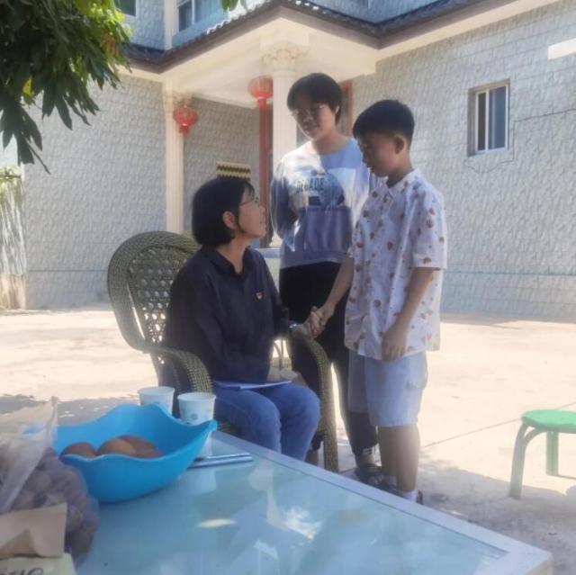 昆明小学生偶遇张桂梅家访(供图)