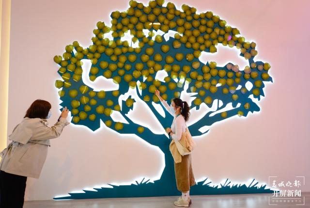 """""""这部名为《树》的艺术作品,展示了一幅幅(11721936)-20211013184425.jpg"""