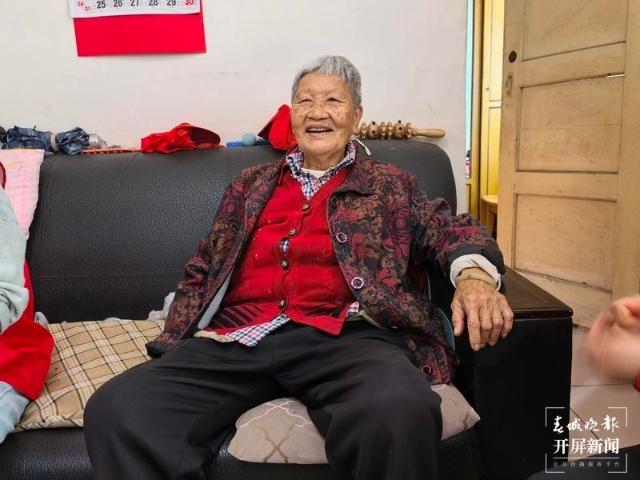 陪88岁空巢奶奶吃饭3.jpg